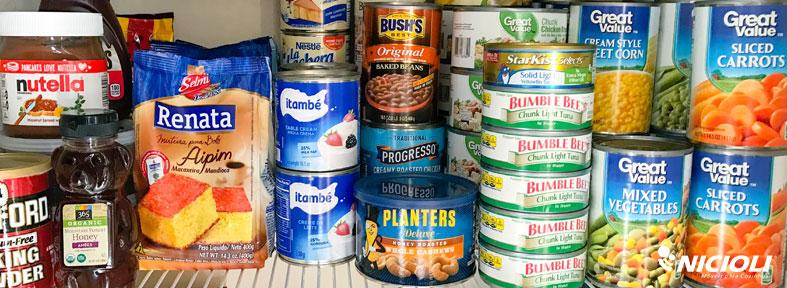 As comidas em lata e em pacotes devem ser guardadas em área fresca | Nicioli