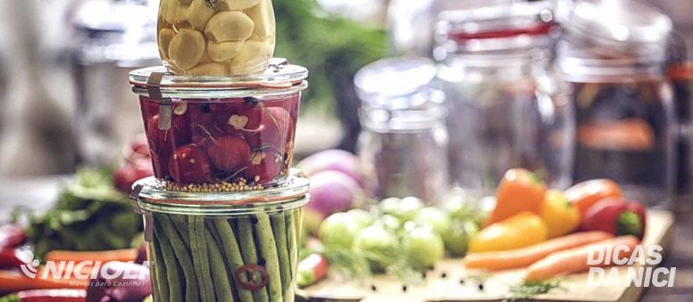 Vidro ou Plástico? Como armazenar os alimentos com mais segurança?