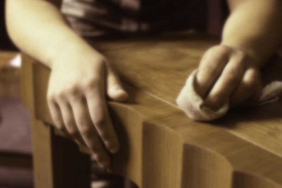 Conservando móveis de madeira