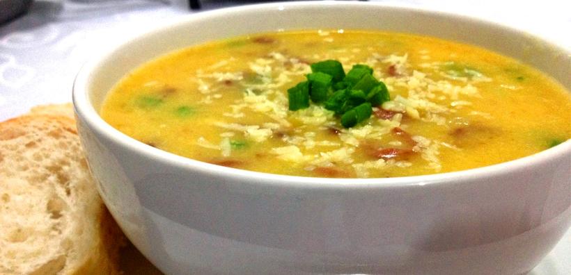 Sopa de Mandioca com Calabresa
